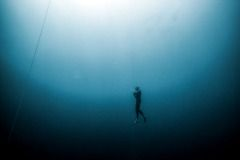 mariampol01Aspfotoreportarz sport Freediving-nurkowanie na wstrzmanym oddechu .Bez użycia żadnego sprzętu .nurek ma tyle powietrza , na ile pozwala mu objęto¶ć płuc .Najważnejsza jest koncetracja .Najlepsi zawodnicy s± w stanie zanurkować na 214 m, co zajmuje im ponad 4 minuty .Dahab , Egipt . Maj .2012